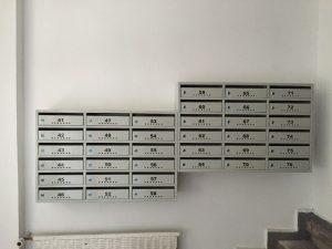 cutii postale si avizier pentru scara de bloc culoarea gri