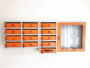 cutii postale si avizier pentru scara de bloc portocalii